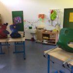 Im Erdmännchen-Raum finden die Kinder alles um sich kreativ zu betätigen.