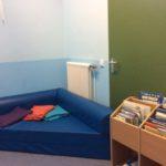 Im Ruheraum können sich die Kinder ausruhen und Bücher ansehen.
