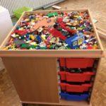 Im Füchse-Raum finden die Kinder alles zum Bauen. Egal ob mit Lego, Bausteinen, Holz oder Magneten.